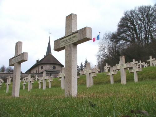 Tombe de Alain Fournier décédé lui aussi aux Eparges. L'auteur du Grand Meaulnes est sorti de terre à la fin des années 90 dans une fosse contenant plusieurs de ses camarades