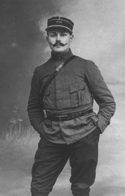 Maurice Genevoix avant la blessure (photo prise à Verdun)