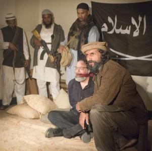 7776037404_saul-berenson-mandy-patinkin-se-retrouve-capture-par-des-talibans-dans-la-saison-4-d-homeland