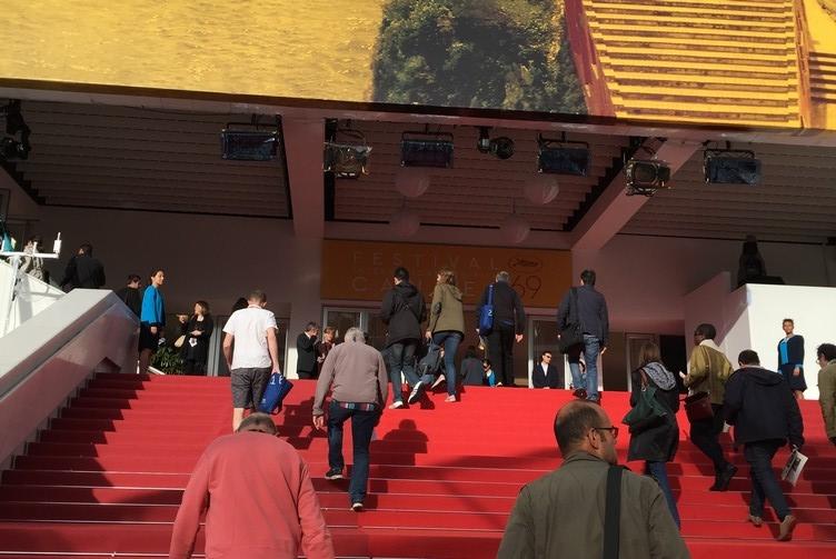 La montée des marches à Cannes, à 8h30