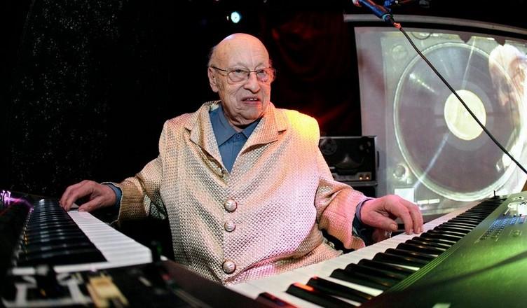 Jean-Jacques Perrey lors d'un concert à Genève en 2008