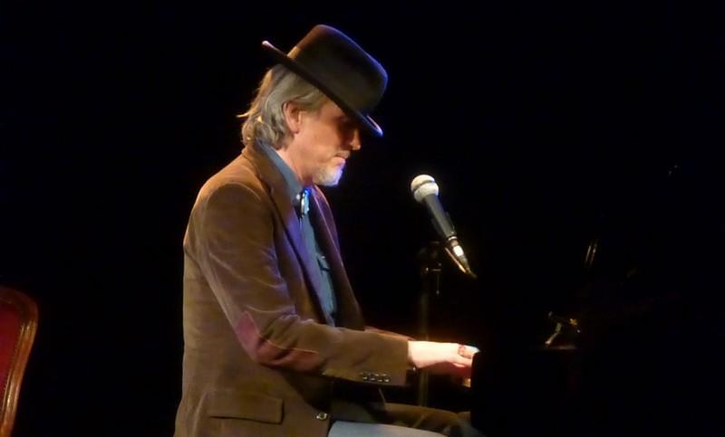 howe gelb au piano