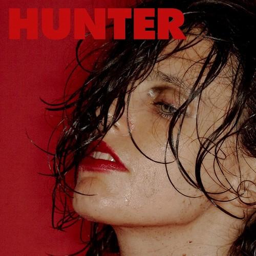 Anna Calvi Hunter
