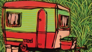 Une caravane attachée à une Ford Taunus